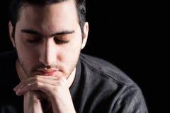 Preghiera casuale dell'uomo Immagine Stock Libera da Diritti