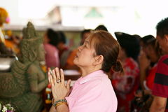 Preghiera cinese tailandese della donna Immagini Stock Libere da Diritti