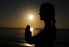 Preghiera della donna Fotografie Stock Libere da Diritti