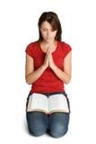 Preghiera della donna della bibbia Fotografia Stock
