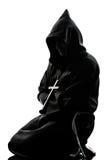 Preghiera della siluetta del sacerdote della rana pescatrice dell'uomo Fotografie Stock Libere da Diritti