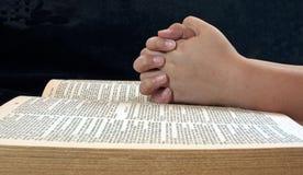 Preghiera delle mani del bambino Fotografia Stock Libera da Diritti