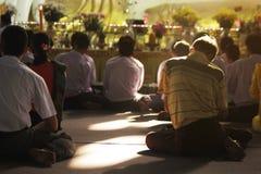 Preghiera di buddismo nel Myanmar fotografia stock
