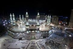 Preghiera e Tawaf dei musulmani intorno a AlKaaba in La Mecca, saudita Arabi fotografia stock libera da diritti