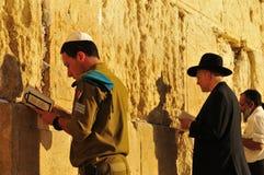 Preghiera ebrea degli uomini Immagine Stock
