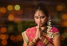Preghiera indiana della ragazza immagine stock libera da diritti