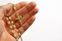 Preghiera, mano con i branelli e traversa Fotografia Stock Libera da Diritti