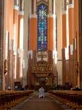 Preghiera nella cattedrale Fotografia Stock Libera da Diritti