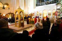 Preghiera nella chiesa Fotografie Stock Libere da Diritti