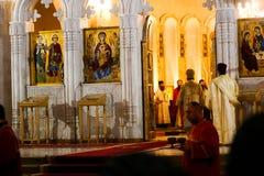 Preghiera nella chiesa Immagini Stock Libere da Diritti