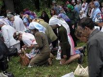 Preghiera pagana Mari nel boschetto sacro il 12 luglio 2005 in Shorunzha, Russia Fotografie Stock