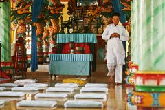 Preghiere in Cao Dai Temple Fotografia Stock