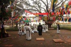 Preghiere cinesi dei buddisti al tempio di Mayadevi Immagine Stock