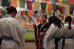 Preghiere cinesi dei buddisti al tempio di Mayadevi Fotografia Stock