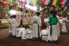 Preghiere cinesi dei buddisti al tempio di Mayadevi Fotografia Stock Libera da Diritti