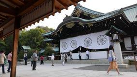 Preghiere giapponesi al santuario Yasukuni, Tokyo Giappone archivi video
