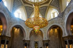 Preghiere Hall Mihrab della moschea di Abu Dhabi Sheikh Zayed Grand fotografia stock