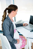 pregnant business woman on her laptop Royalty Free Stock Photos