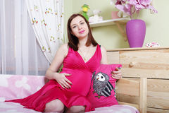 Pregnant happy young parents waiting for baby's birth Royalty Free Stock Photos