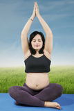 Pregnant woman doing yoga 1 Royalty Free Stock Images