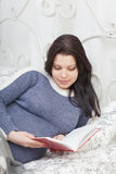 Pregnant woman reads the book Royalty Free Stock Image