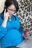 Pregnant woman shopping online Royalty Free Stock Photography