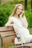 Pregnant woman  talking by phone Royalty Free Stock Photos