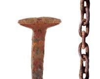 Prego e corrente oxidados imagens de stock