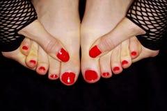 Pregos pintados do dedo do pé foto de stock