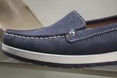 Preguiçosos do azul da sapata dos homens Fotos de Stock