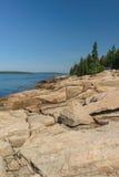 Prehistoryczne Różowe Granitowe cegiełki skała przy krawędzią Schood Zdjęcia Royalty Free