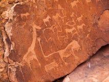 Prehistoryczni buszmenów rytownictwa przy Twyfelfontein wewnątrz Obrazy Stock
