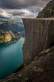 Preiekestolen - predikstolen vaggar, norrman Cliff Tourist Destination på Lysefjorden, Stavanger, Norge Arkivbilder