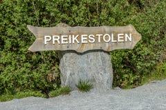 Preikestolen assina dentro Noruega Imagens de Stock