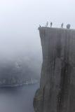 Preikestolen nella nebbia - Norvegia Fotografia Stock