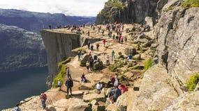 Preikestolen o roca del púlpito sobre el Lysefjord Foto de archivo libre de regalías