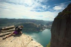 Preikestolen (roca del púlpito) en el Lysefjord en Noruega fotos de archivo libres de regalías