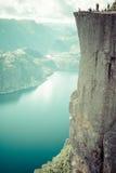 Preikestolen, roccia del quadro di comando a Lysefjorden (Norvegia) Una t ben nota Fotografia Stock