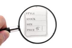 Preis und Vergrößerungsglas lizenzfreie stockbilder