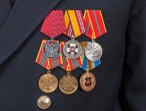Preise und Medaillen auf der russischen Marineuniform Stockfotografie