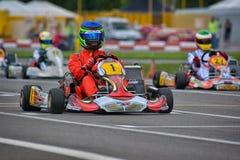 PREJMER, BRASOV, ROMÊNIA - 3 DE MAIO: Pilotos desconhecidos que competem no campeonato nacional Dunlop 2015 de Karting, Foto de Stock Royalty Free