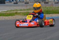 PREJMER, BRASOV, ROMÊNIA - 3 DE MAIO: Pilotos desconhecidos que competem no campeonato nacional Dunlop 2015 de Karting, o 3 de ma Fotos de Stock