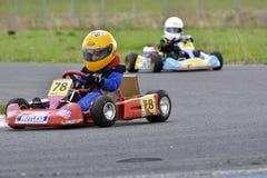 PREJMER, BRASOV, ROMÊNIA - 3 DE MAIO: Pilotos desconhecidos que competem no campeonato nacional Dunlop 2015 de Karting, o 3 de ma Imagens de Stock