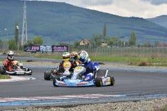 PREJMER, BRASOV, ROUMANIE - 3 MAI : Pilotes inconnus concurrençant dans le championnat national de Karting Dunlop 2015, le 3 mai  Photographie stock libre de droits