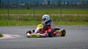PREJMER, BRASOV, RUMÄNIEN - 3. MAI: Unbekannte Piloten, die in nationaler Karting-Meisterschaft Dunlop 2015, am 3. Mai 2015 in Pr Lizenzfreie Stockfotografie