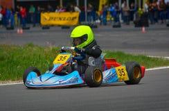 PREJMER, BRASOV, RUMÄNIEN - 3. MAI: Unbekannte Piloten, die in nationaler Karting-Meisterschaft Dunlop 2015, am 3. Mai 2015 in Pr Lizenzfreie Stockfotos