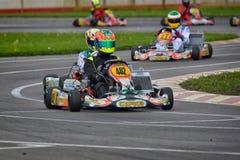 PREJMER, BRASOV, RUMANIA - 3 DE MAYO: Pilotos desconocidos que compiten en el campeonato nacional Dunlop 2015 de Karting, Fotos de archivo libres de regalías