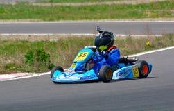 PREJMER, BRASOV, RUMANIA - 3 DE MAYO: Pilotos desconocidos que compiten en el campeonato nacional Dunlop 2015 de Karting, Imagen de archivo