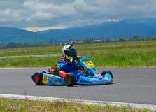PREJMER, BRASOV, RUMANIA - 3 DE MAYO: Pilotos desconocidos que compiten en el campeonato nacional Dunlop 2015 de Karting, el 3 de Imagen de archivo