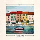 Prelambulator auf gestreiftem Hintergrund Postkarte mit einer Küstenstadt, -boot und -meer Lizenzfreies Stockfoto